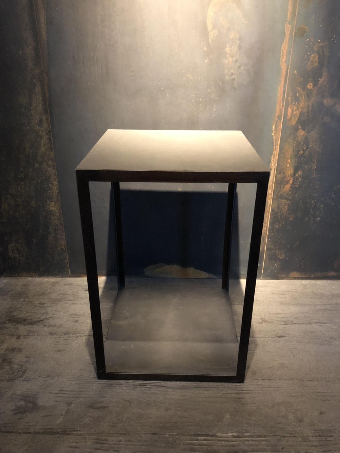 サイドテーブル W400 D400 H600 × 2台