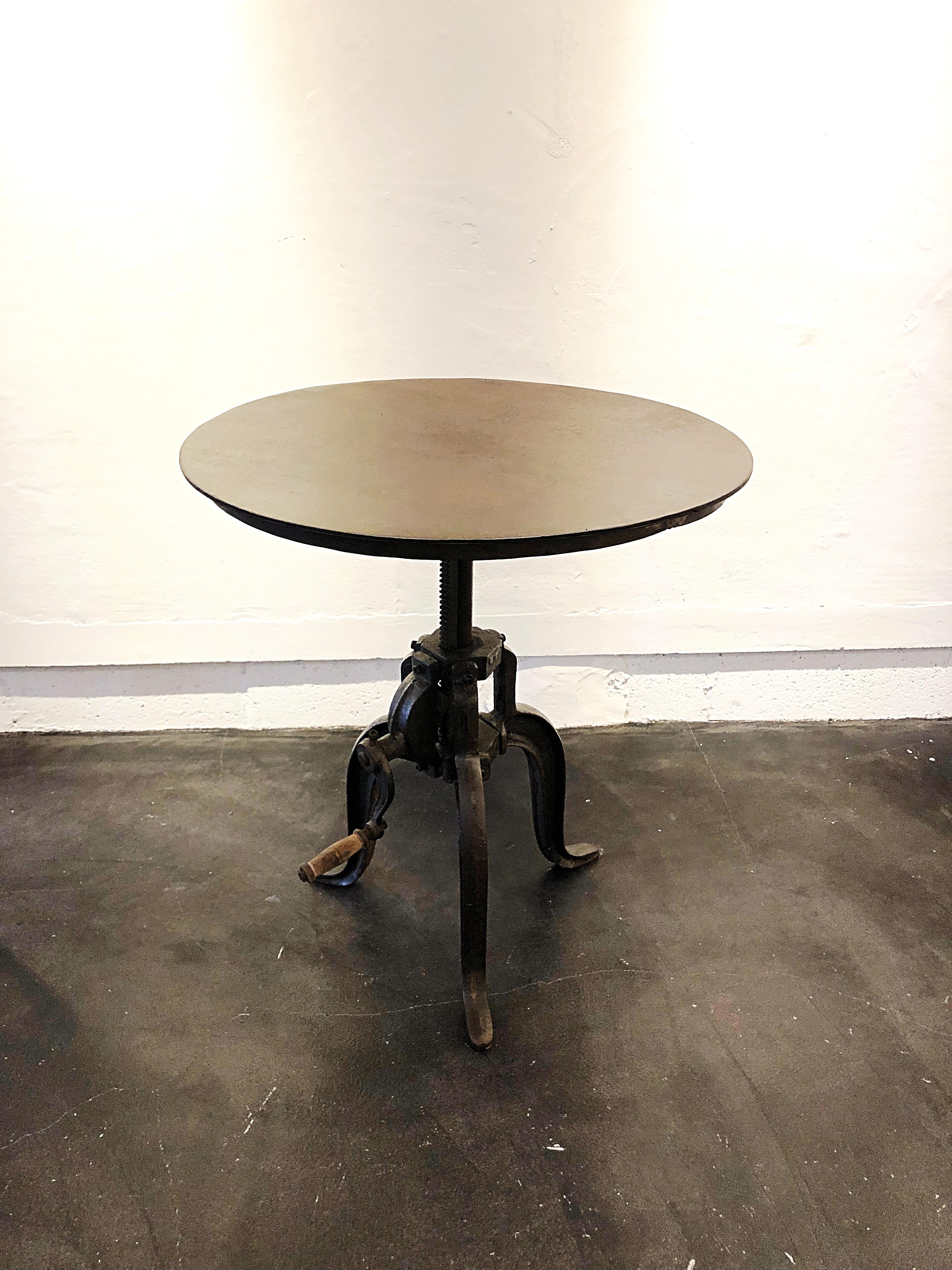 昇降式テーブル W600 D600 H480〜680